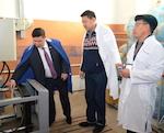 Манзыров поучил монголов разливать воду