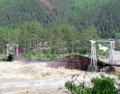 Прежний мост снесла «большая вода»
