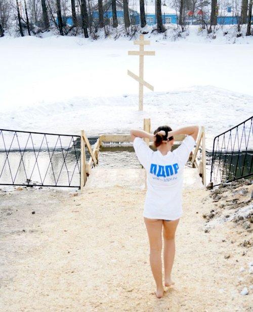 Крещенские купания. Фото ldpr04.ru