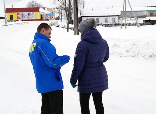 Активисты ЛДПР раздали «валентинки». Фото vk.com/vrmol_altai