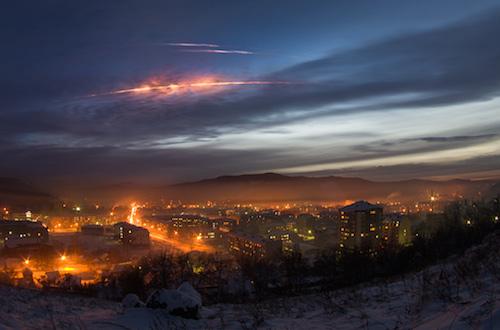 Ступени «Протон-М» над Горно-Алтайском. Фото с сайта altai-photo.ru