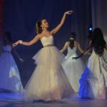 Дефиле в бальных платьях