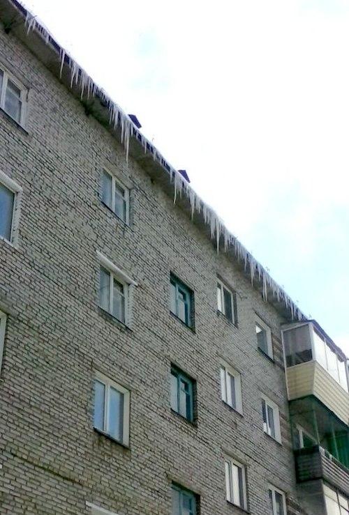 Опасные крыши. Фото vk.com/sladkovans