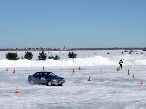 Горно-алтайская команда выступила в конкурсе по скоростному маневрированию на льду