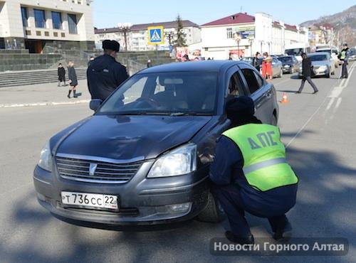 В центре Горно-Алтайска на «зебре» сбили двух детей