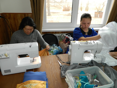 В Караколе прошел мастер-класс по пошиву национальной одежды