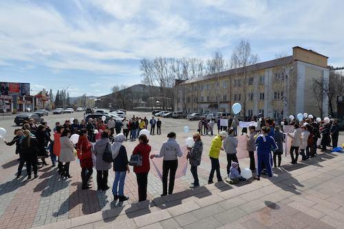 В Горно-Алтайске состоялся пикет в поддержку Демчука и Каташева
