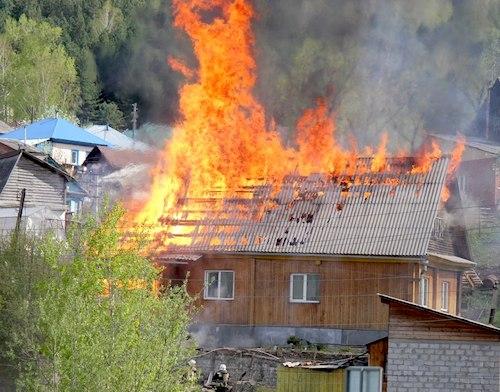 Пожар на Заречной улице. Фото: Наталья Сладкова