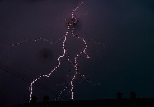 Гроза в Горно-Алтайске. Фото: Роман Карамышев