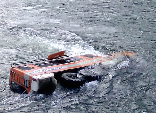 В Чулышмане утонул «Камаз». Фото: vk.com/barneos22