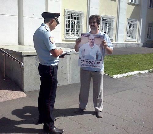 Активист «Парнаса» провел одиночный пикет в Горно-Алтайске