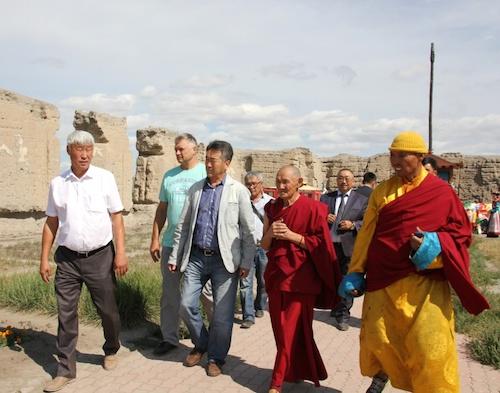 Делегация Эл Курултая посетила буддийские святыни в Туве