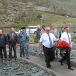 Министр транспорта России возложил цветы к памятнику водителям Чуйского тракта