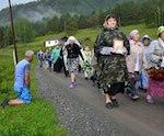 Участники Крестного хода спасли заблудившихся туристов