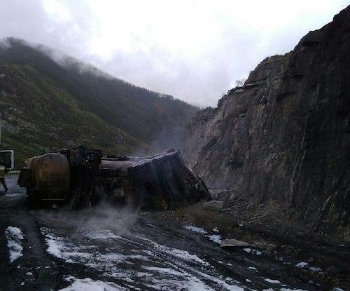 На Чуйском тракте опрокинулся и сгорел бензовоз