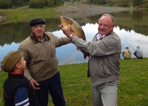 На соревнованиях рыболовов был пойман почти 5-килограмовый карп. Фото: gornoaltaysk.ru