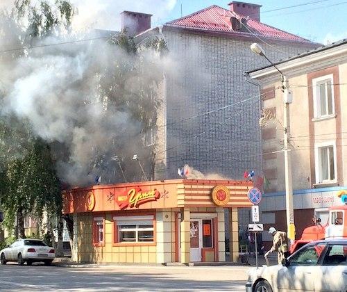 Пожар в киоске «Куры-гриль». Фото: сообщество «Подслушано Горно-Алтайск»