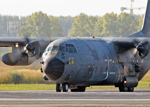 C-130H в новосибирском аэропорту. Фото: Николай Енин, wizarden.livejournal.com