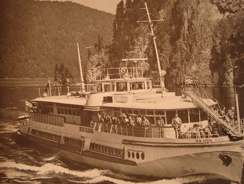Несколько десятилетий назад воды Телецкого озера бороздил теплоход «Яков Баляев»