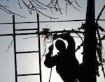 Сильный ветер стал причиной отключения электроэнергии в нескольких районах республики