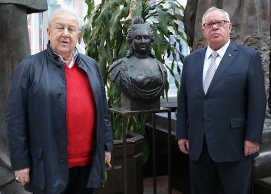 Зураб Церетели подарил Горному Алтаю памятник императрице Елизаветы Петровны