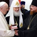 Фотофакт: Папа Римский и алтайский епископ Каллистрат обменялись рукопожатием