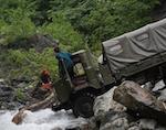 ГАЗ-66 перевернулся на реке около Каракокши, один человек пропал без вести