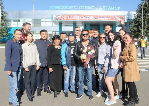 Торжественная встреча: Призер конкурса «Новая Звезда» Эмиль Толкочеков вернулся в Горно-Алтайск