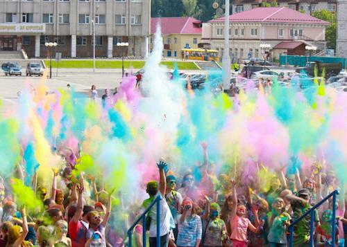 Фестиваль красок прошел в Горно-Алтайске
