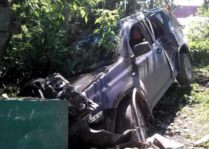 Двое пьяных молодых людей разбили служебный X-Trail