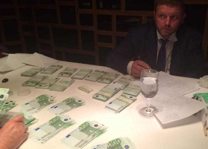 Губернатора Никиту Белых взяли с поличным при получении взятки