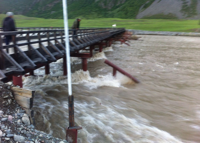 Уровень воды в Чулышмане приближается к критической отметке