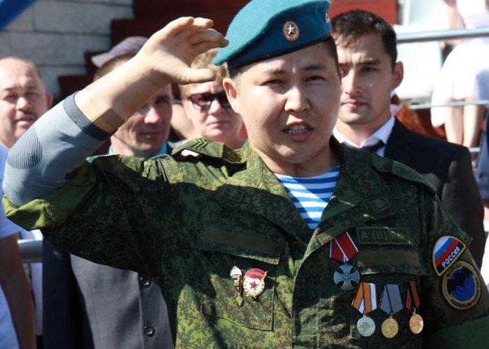 Каиру Тандыбаеву вручили Орден Мужества