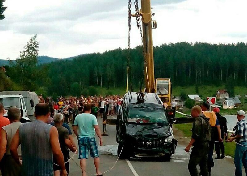 Со дна Бии подняли джип с двумя погибшими. Фото: Регион-42 Кемерово