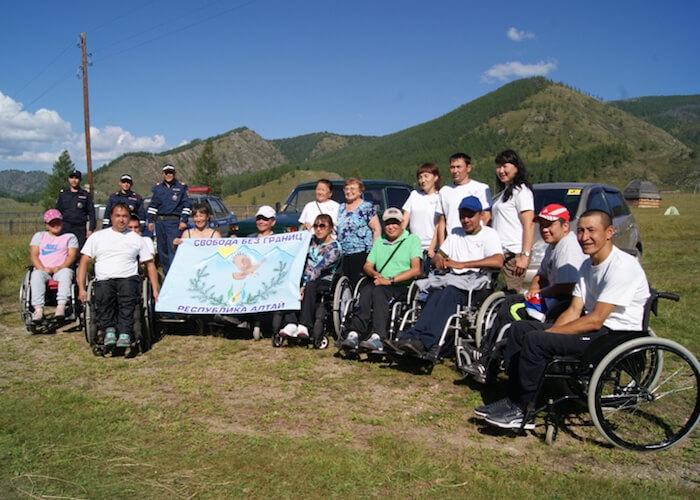 В Республике Алтай инвалиды организовали автопробег