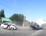 Беременная девушка вылетела через лобовое стекло в результате аварии в Майме (видео)