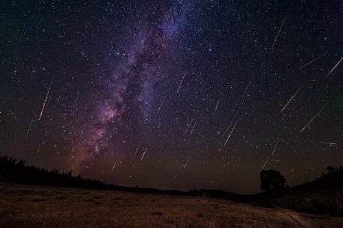 Самое красочное космическое «шоу»: над Землей пролетают Персеиды