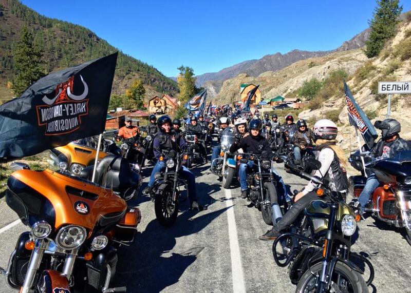 Более 200 мотоциклистов проехали вдоль Белого Бома