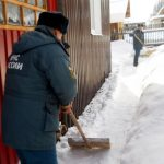Пожарные помогли пожилым и многодетным справиться с последствиями снегопада