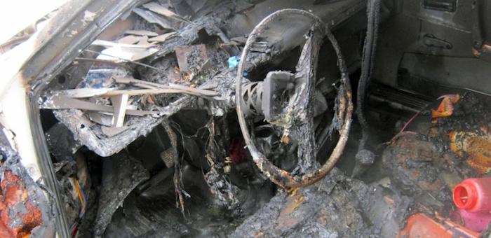 Из-за неисправной электропроводки сгорели два автомобиля