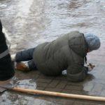 Дорожников и коммунальщиков наказали за нечищеный снег и гололед