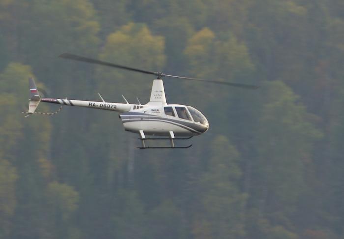 Поиски рухнувшего в Телецкое озеро вертолета продолжаются уже неделю