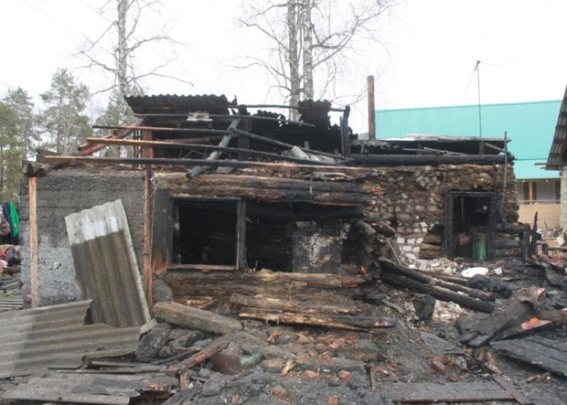 В Соузге полицейский спас на пожаре семью из пяти человек