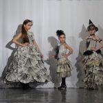 В «Школе стиля» создали платья из газет