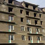 Вместо добросовестных дольщиков дом на улице Строителей заселяют бомжи