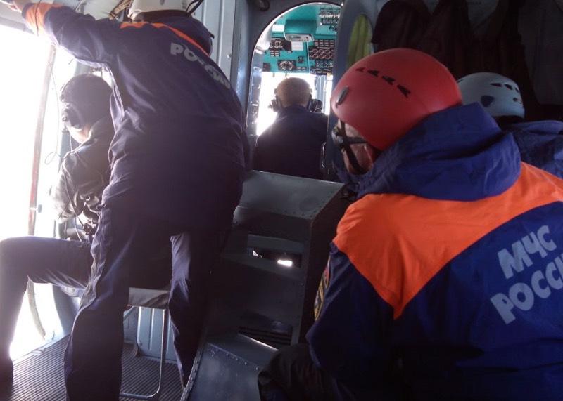 Спасатели эвакуировали с Белухи заболевшего туриста