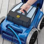 Робот-пылесос приведет в порядок бассейн и подготовит его к эксплуатации в новом сезоне