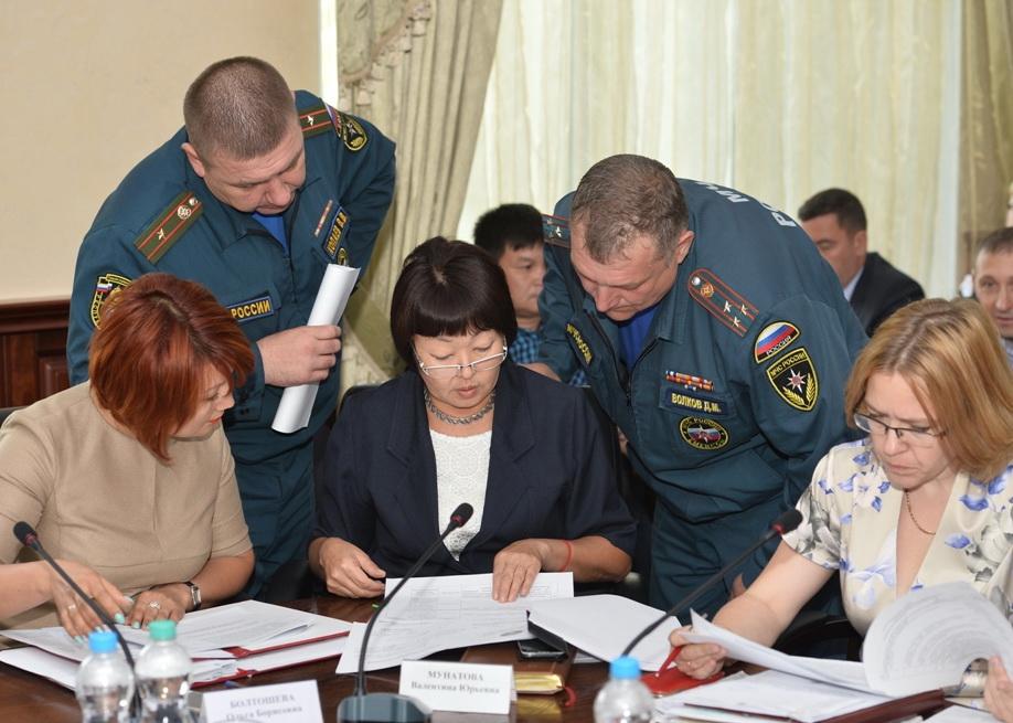 Ситуацию с лесными пожарами обсудили на заседании КЧС