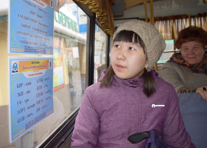 Жителей Горно-Алтайска будут учить разговорному алтайскому в автобусах