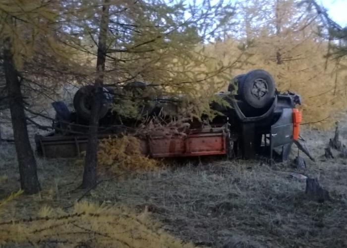 Пьяный водитель опрокинул «Камаз» на дороге между Чергой и Беш-Озеком